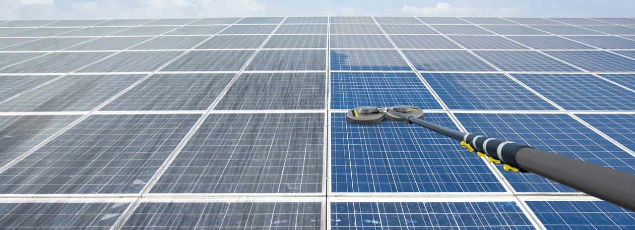 Schoonmaken van zonnepanelen